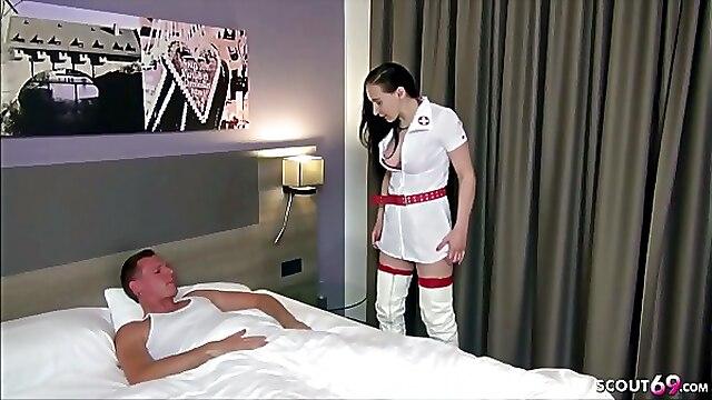 Krankenschwester Vollbusige Zierlicher Lutschen